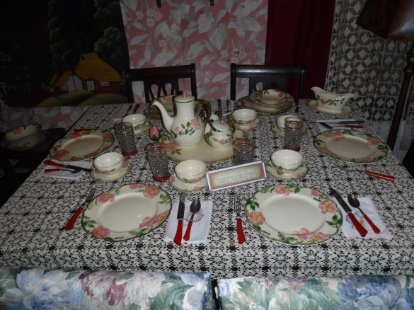 C 2 Dolly sets a fine table